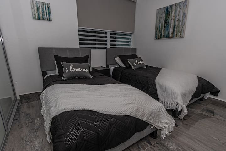 Carefully read the rules in this second room. This room will be available when the reservation is more than 2 people. If your reservation is for 2 people this room remains closed.   Segunda habitaciòn disponible para reservas mayor a 2 personas.