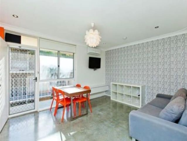 Bright coastal apartment in Mosman Park