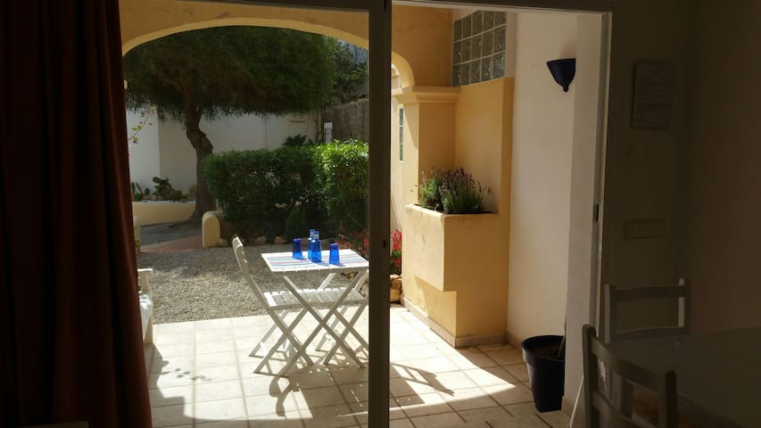 LOVELY APARTMENT WITH PRIVATE GARDEN - Cala Llenya - Apartamento
