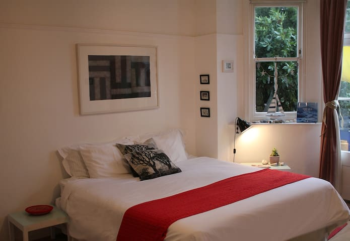 Studio flat with garden