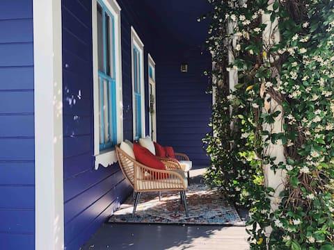 the indigo house ✨ bright + cozy 3br apt downtown
