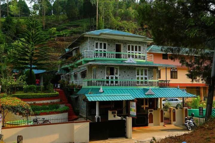 Private Room Near Teagardens at Munnar