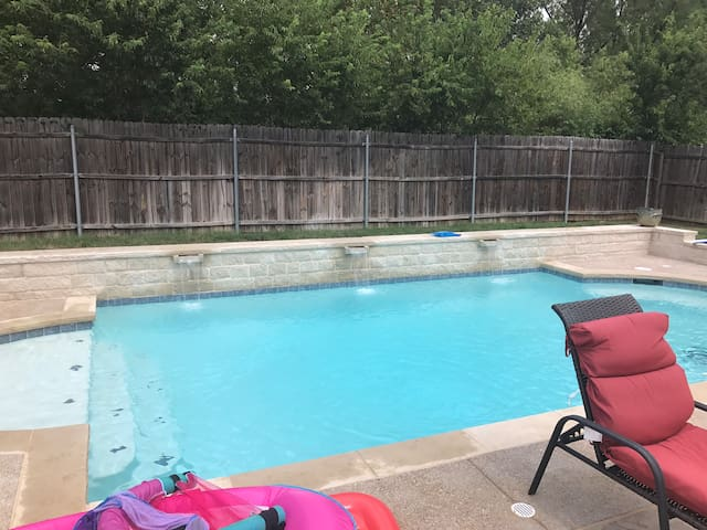 4BR/3BA with pool b/w Dallas and Fort Worth