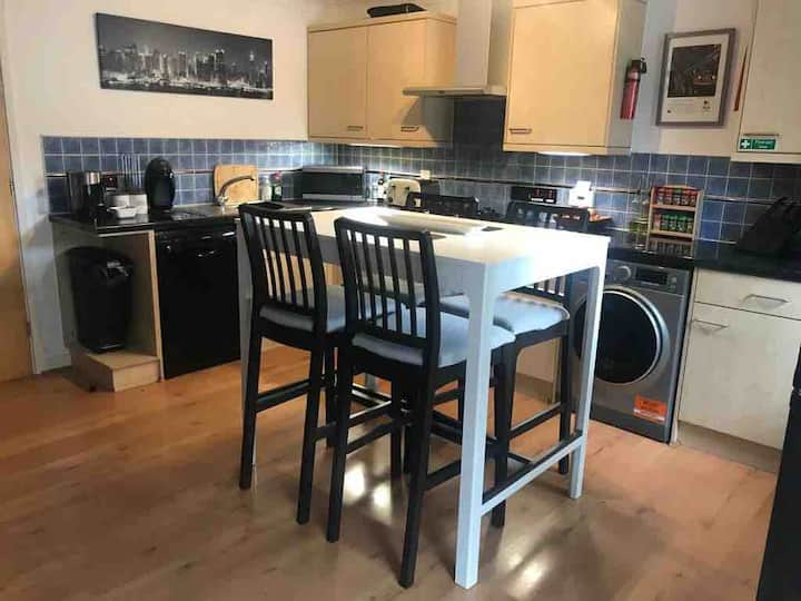 Two bed apartment, central Exeter, with parking