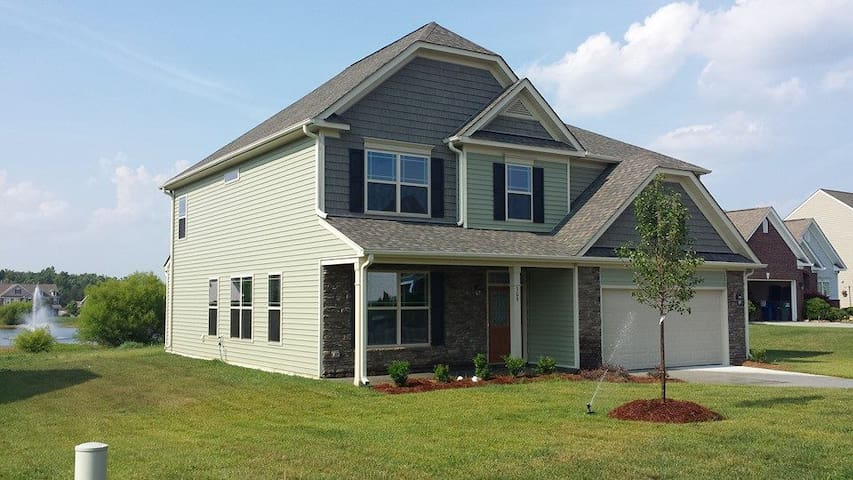 Spacious Suburban House near Elon - Whitsett - Talo