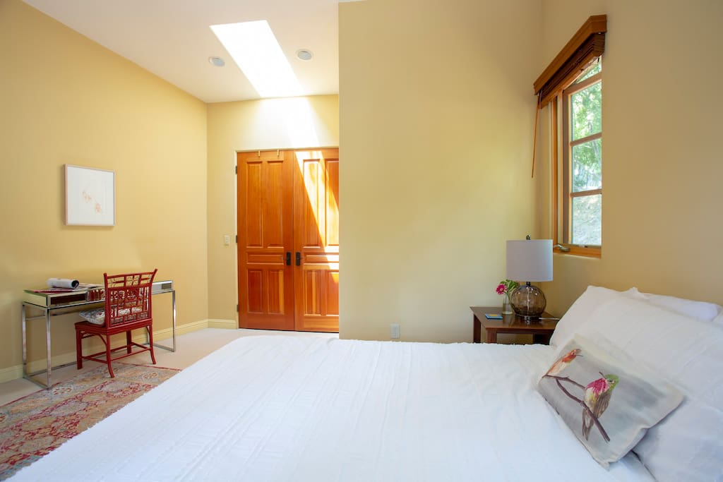 Large spacious room with comfortable bed