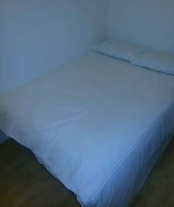 Room 02, Regent House Hotel WC1X9NB - London