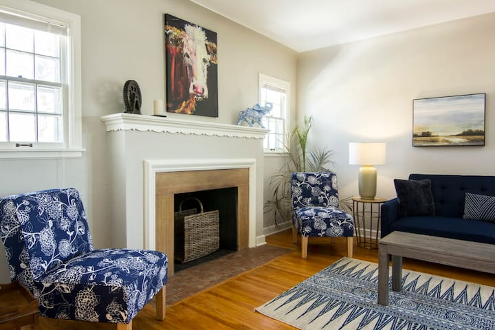 Fresh, Light-Filled 3bd Flat Minutes to Downtown