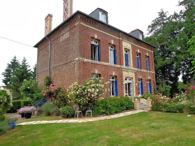 Maison de charme à la campagne - Fauguernon - House