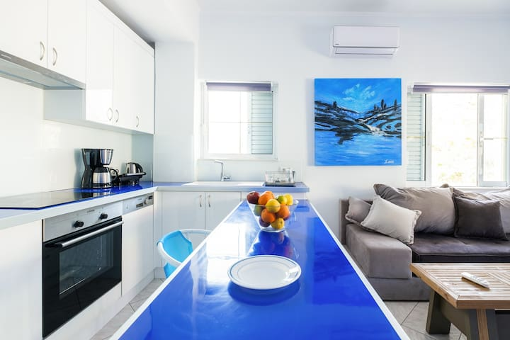 Blue & White lux flat, just 50 meters from beach!