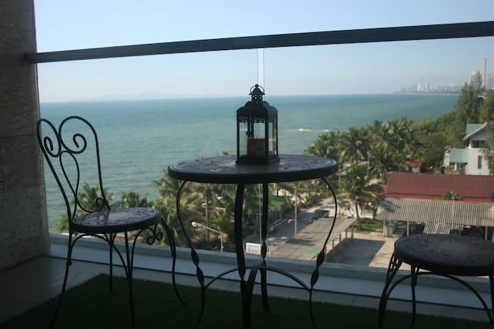 Family friendly Beach Front Condo for Rent