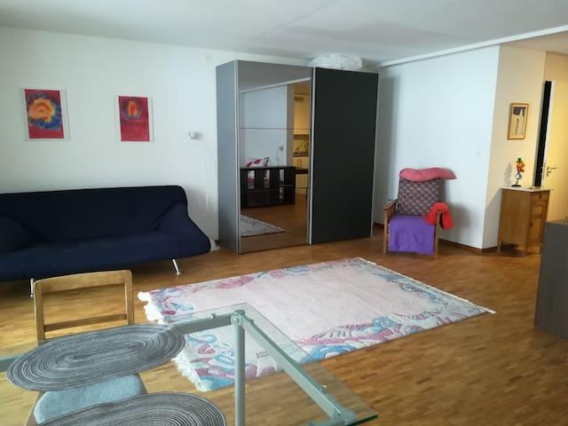 Studio in ruhiger Wohnzone.