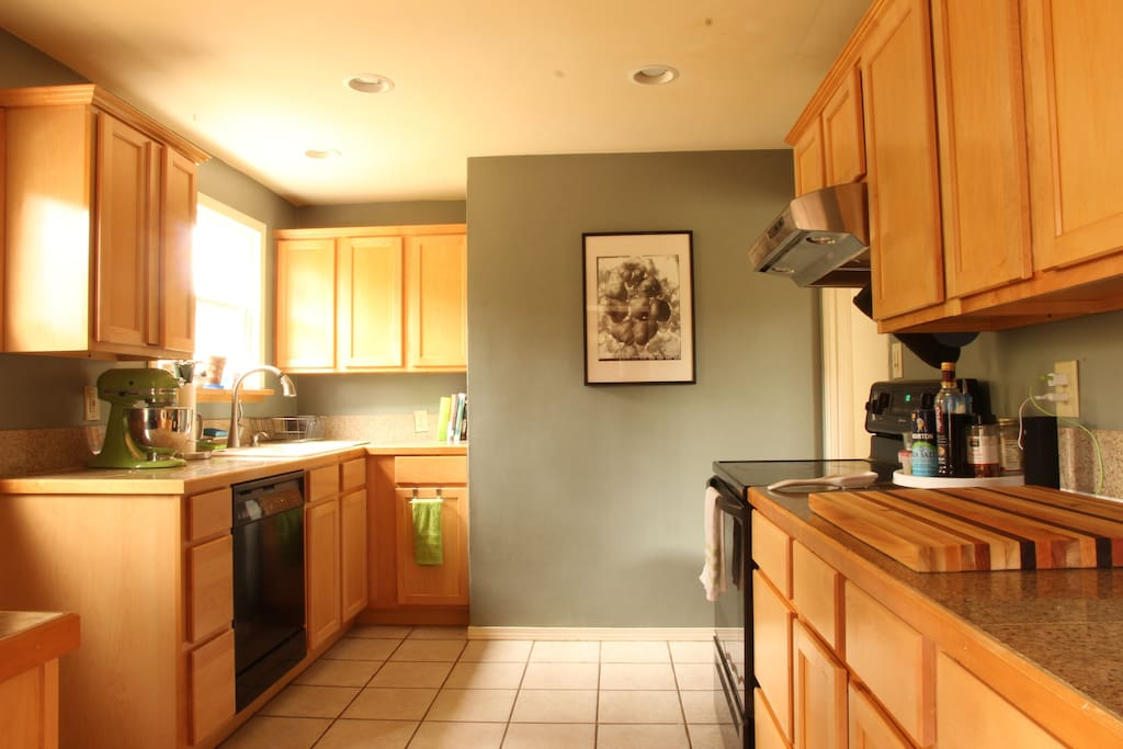 Fully-equipped kitchen including dishwasher, microwave, Kitchen Aid mixer