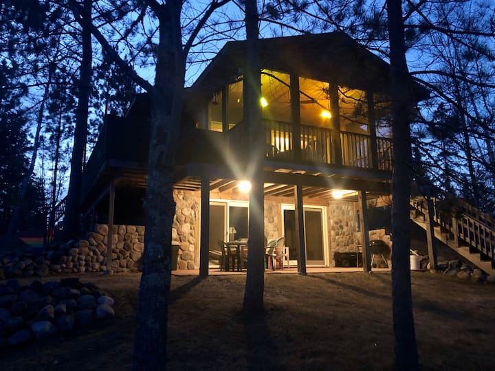 The Hideaway: Private & Secluded Wasson Lake cabin