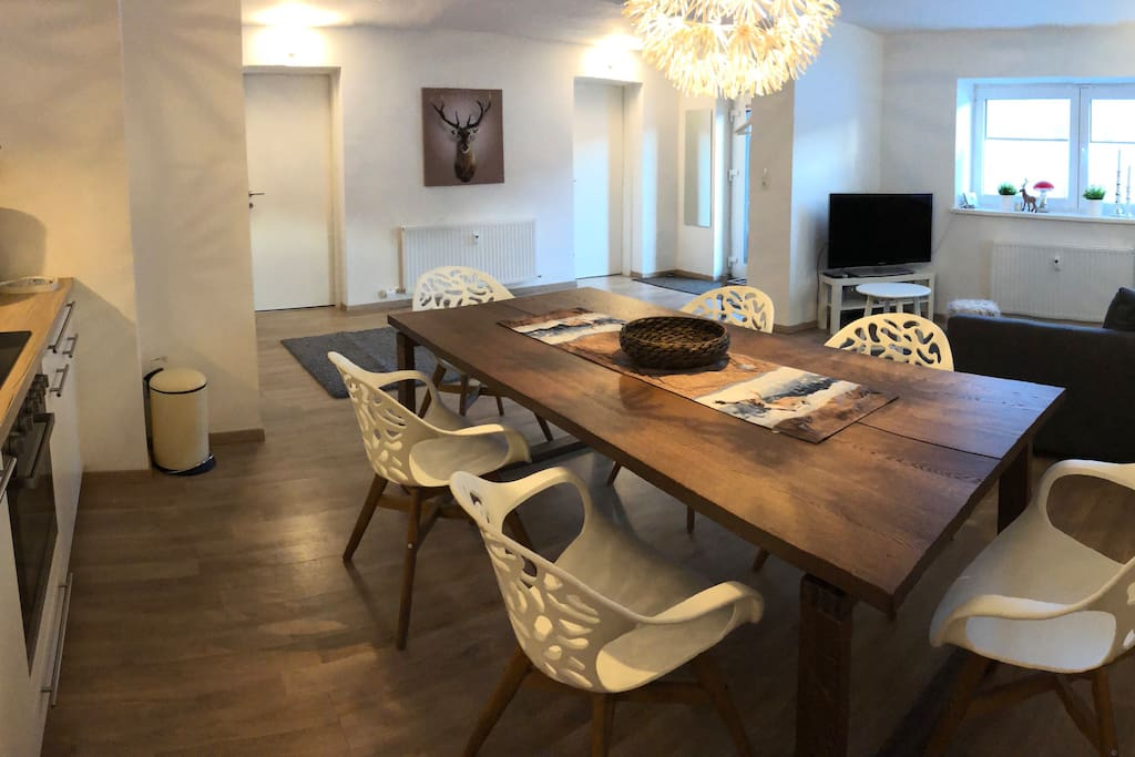 2.20m long dining table - big enough to host larger groups...