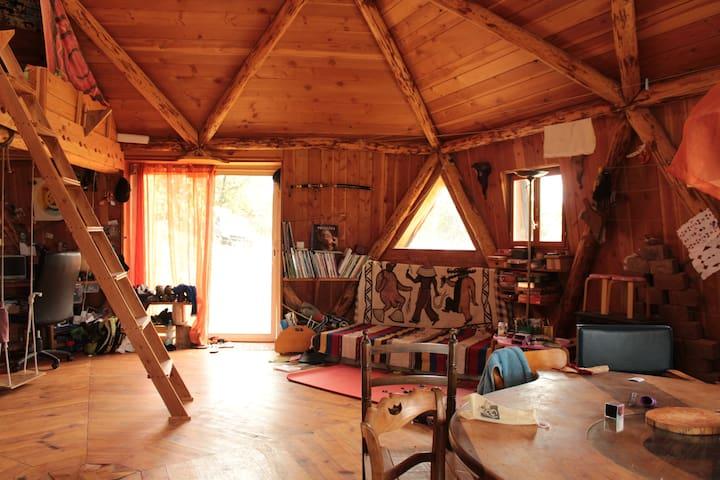 Maison ronde en bois atypique - Vaour - Rumah