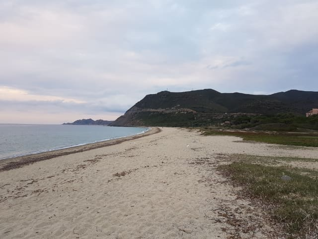 La plage de Lozari vers l'est