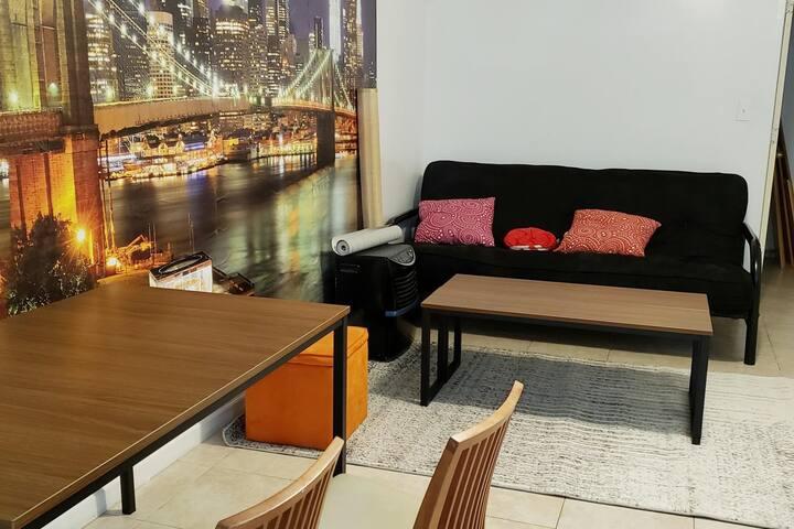 Private bedroom in Queens//Netflix