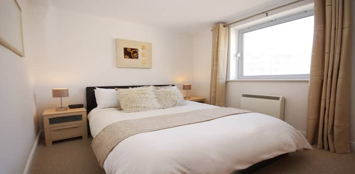 Light & Airy One Bedroom in Central Bracknell