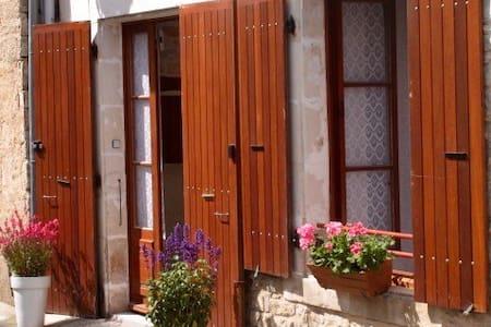 Village house in Verteuil - Verteuil-sur-Charente - Haus
