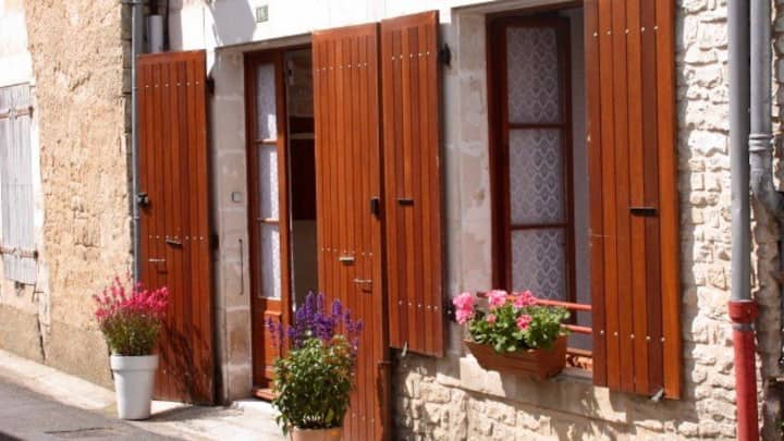 Quaint village house in Verteuil