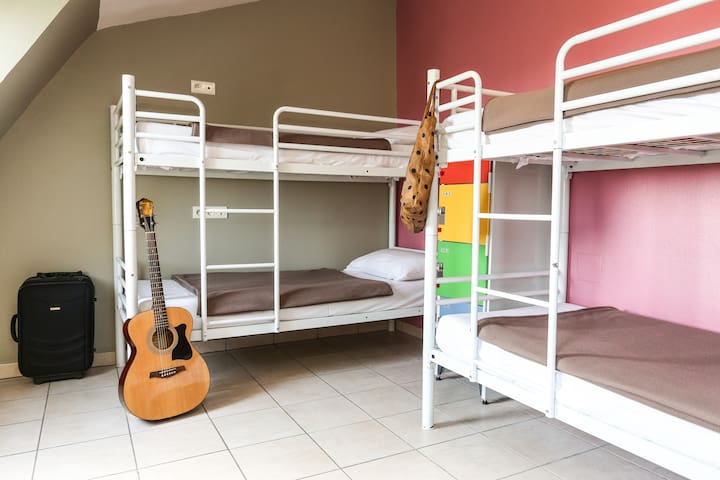 Bed in a 6 bed Dormitory in hostel near Montmartre Hill