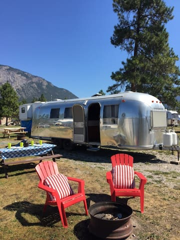 Canal Flats / Lussier Hot Springs Vintage Trailer