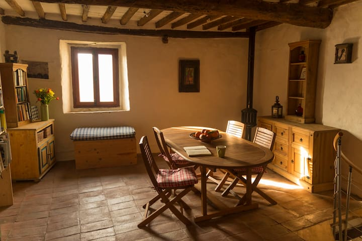 Simple and cosy house in heart of little village - Borgo a Mozzano - บ้าน