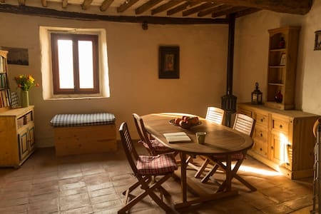 Simple and cosy house in heart of little village - Borgo a Mozzano