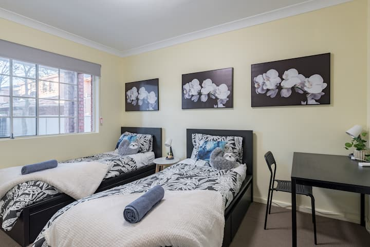 Quiet Private Room in Kingsford near UNSW, Light railway&bus g6