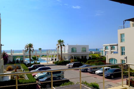 Sunny, beachfront apartment in Cyprus - Gaziveren