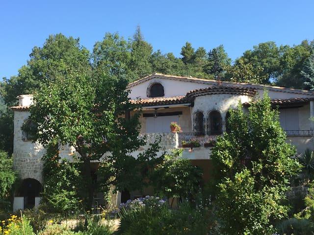 Maison provençale à la campagne au calme - Châteauneuf-Grasse - Villa