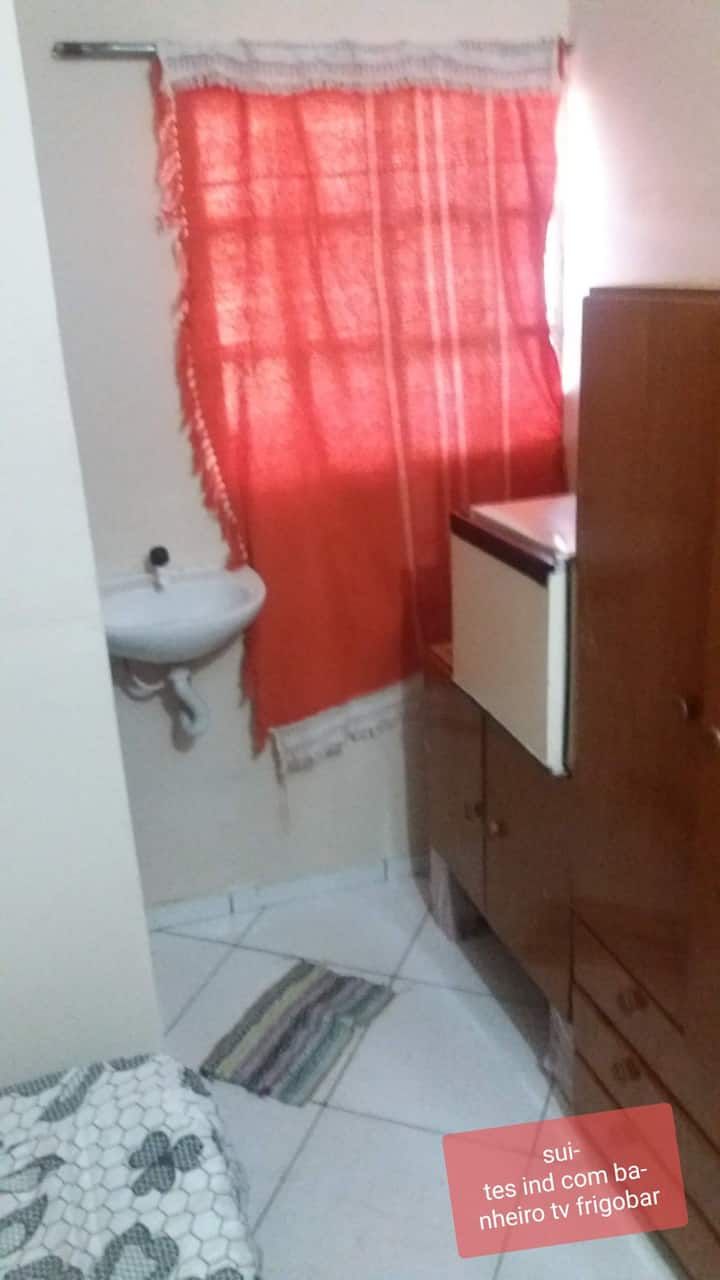 Suite individual frigobar ventilador tv