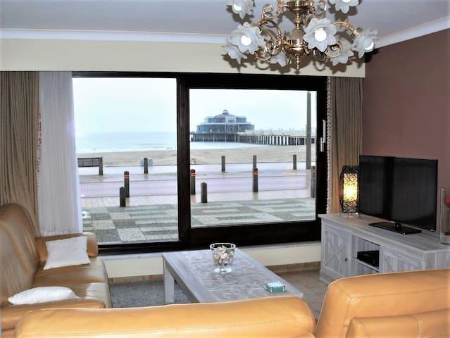 cozy apartment on the sea promenade Blankenberge
