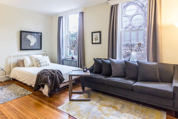 Perfect Brownstone Studio, Ideal Location