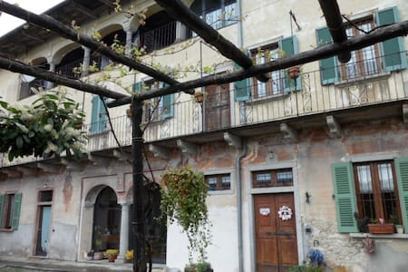 Monte Camosino - Camera dei fiori - Egro - Bed & Breakfast