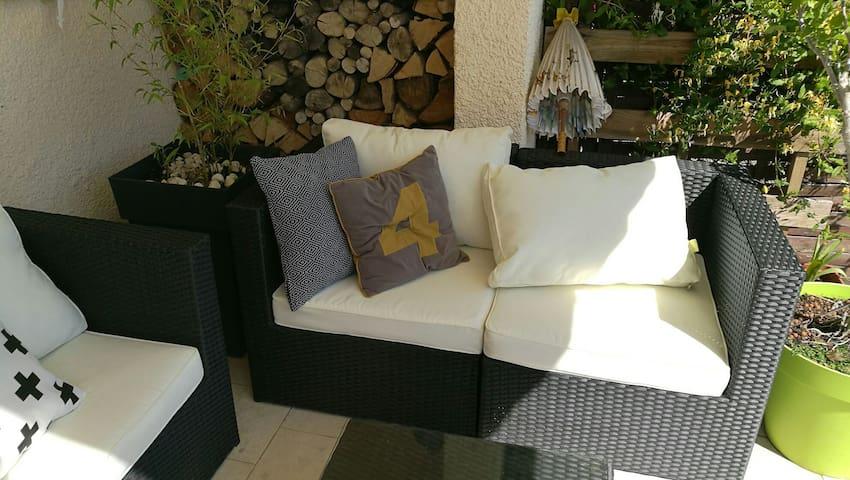 Chambre ensoleillée avec terrasse privée & piscine - Pollestres - Casa