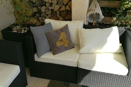 Chambre ensoleillée avec terrasse privée & piscine - Pollestres - 独立屋