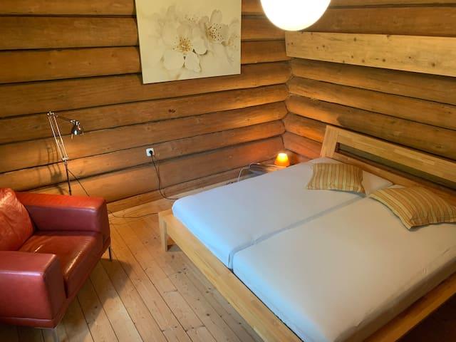 Kleines Schlafzimmer neben der Küche