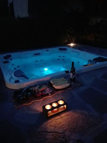 Jacuzzi Villa at the beach double bed