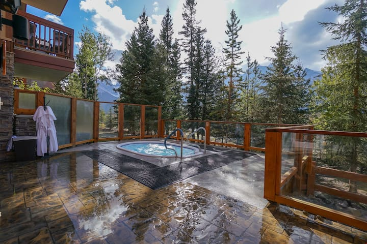 Deluxe Room with Private Balcony and Kitchenette | On Site Hot Tubs!