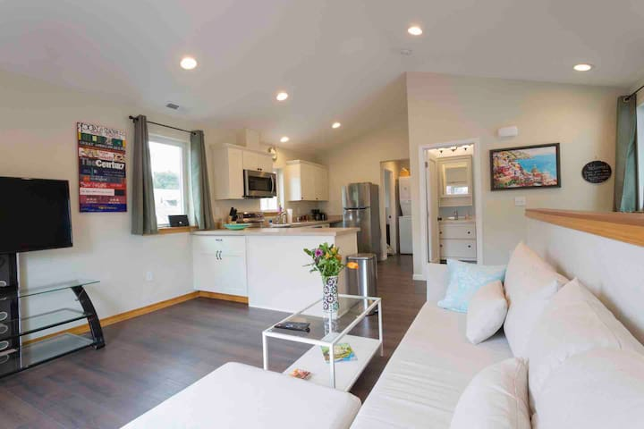 The Best of What's Around - New Hawthorne Getaway