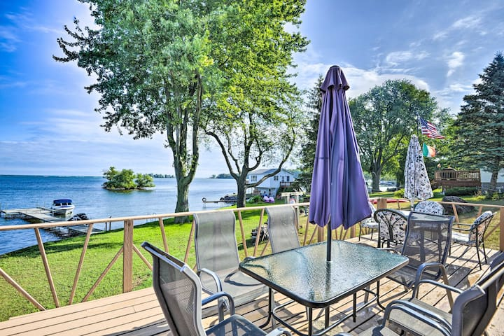 Blind Sodus Bay Family Cottage on the Waterfront!