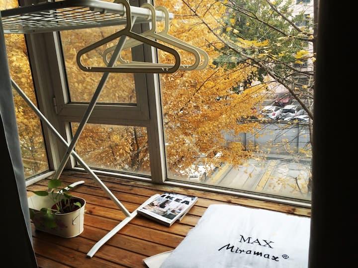 看得见落叶的飘窗小卧 /Room with a view In Liudaokou