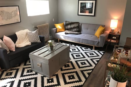 Newly renovated apt close to Queens/downtown