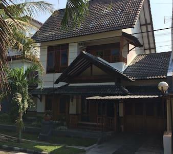 Omah Ditha Guest House - House