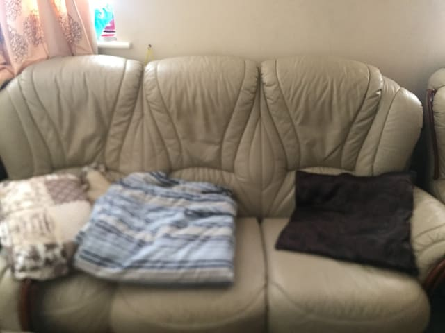 Double room with 2 large couches in Dublin 24 now - Tallaght - Apartamento