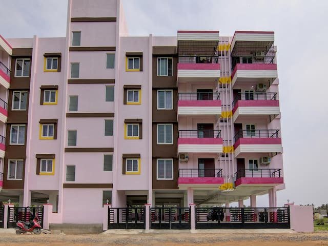 OYO - Modern 2BHK Near Boat House-On Discount!