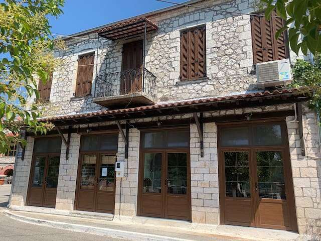 Helios Epirus- Traditional Guesthouse & Apartment
