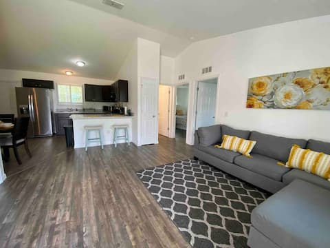Sunshine Stay - 2 bedroom home with all amenities